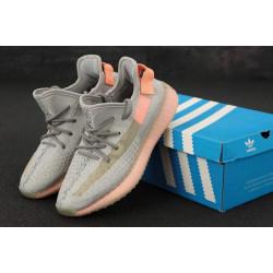 Женские кроссовки Adidas Yeezy Boost 350 серого цвета