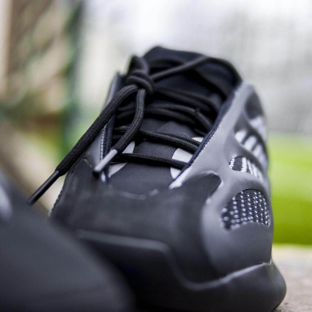 Демисезонные кроссовки мужские   - Кроссовки Adidas Yeezy Boost 700 V3 Black черного цвета 5