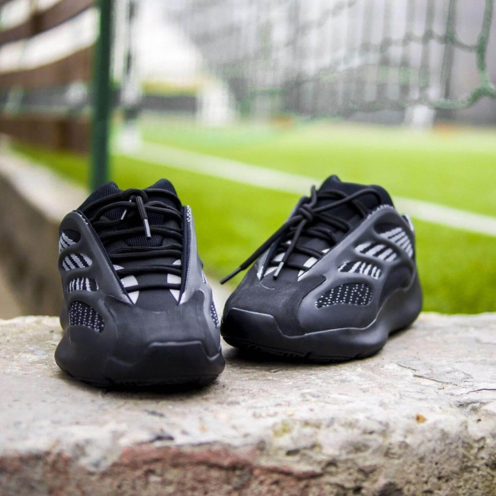 Демисезонные кроссовки мужские   - Кроссовки Adidas Yeezy Boost 700 V3 Black черного цвета 2