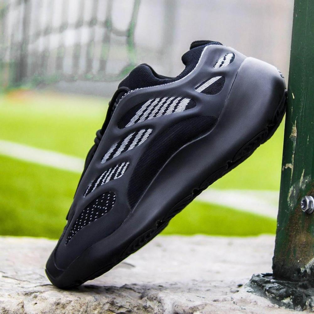 Демисезонные кроссовки мужские   - Кроссовки Adidas Yeezy Boost 700 V3 Black черного цвета 1