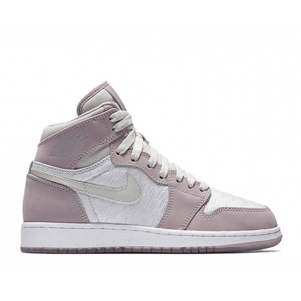 - Кроссовки Air Jordan 1 High HC